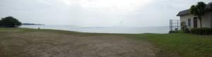 脇道から琵琶湖を撮影