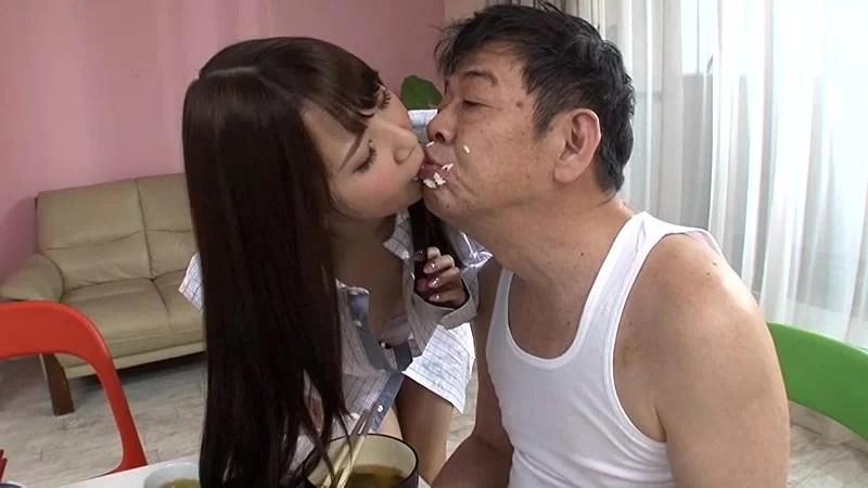キモいおっさんにキスされる友田彩也香