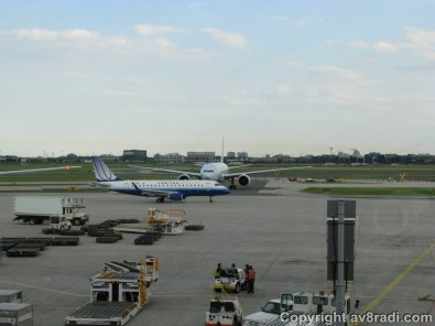 United's Embraer taxies by