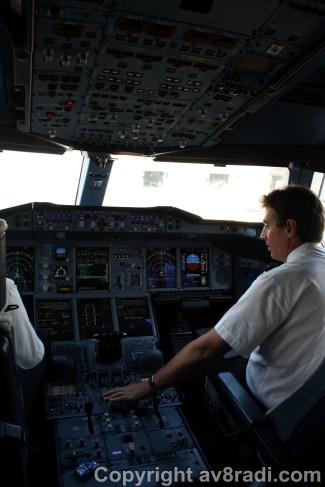 Flight deck (2) – Overhead panel