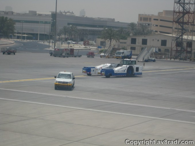 The push back tractor rushing back to the terminal
