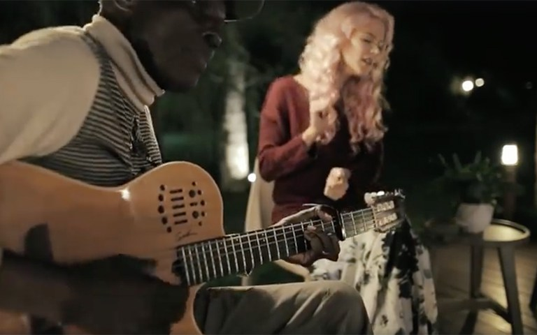 Video: Joss Stone and Oliver Mutukudzi singing 'Neria'