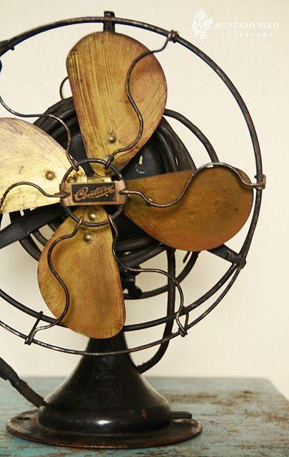 ventilador-antigo-com-pas-de-madeira