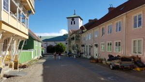 Blick vom Rathausplatz in Richtung Kirche.