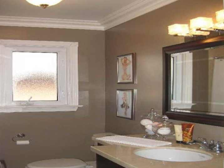 Bathroom Ceiling with Crown Molding