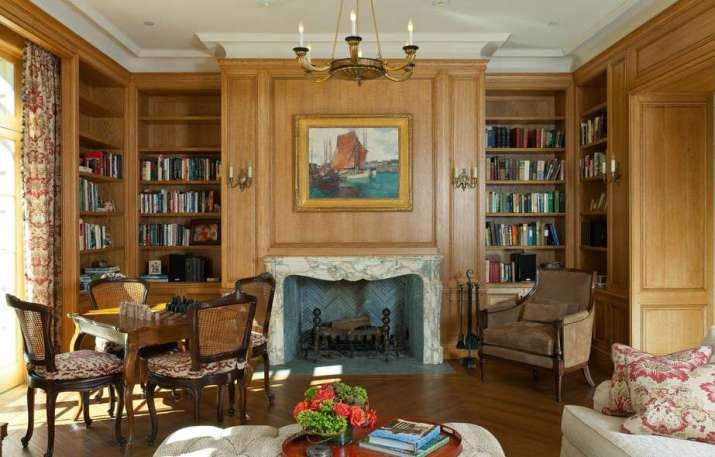 Clever French Country Living Room.
