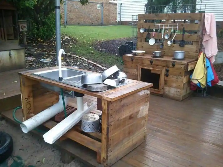 Recycled DIY Outdoor Kitchen