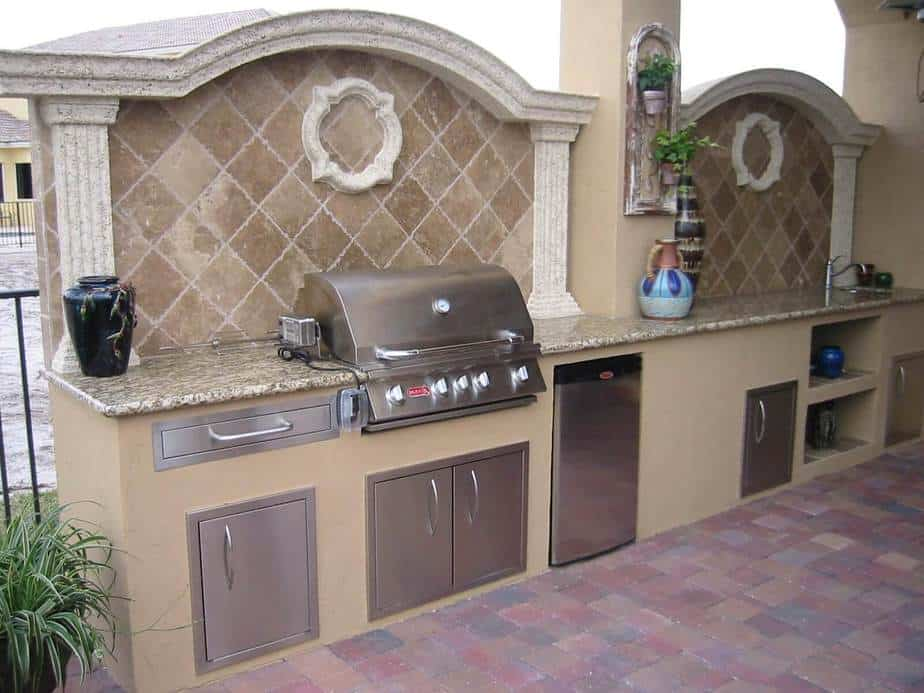 Graceful Outdoor Kitchen Backsplash