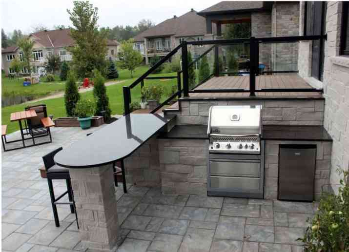 Simple and Minimalist Country Outdoor Kitchen