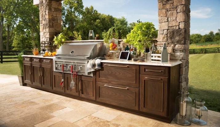 Sleek Outdoor Kitchen Deck
