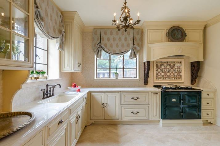 Comfortable French Country Kitchen