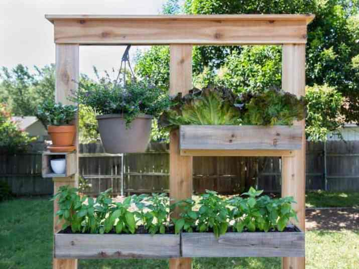 Screen with Planter