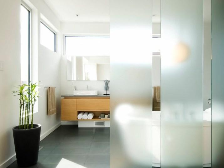 15 White Bathroom Ideas 2020 (Simple yet Elegant) 2