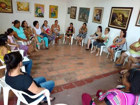 reunião de pessoas em circulo