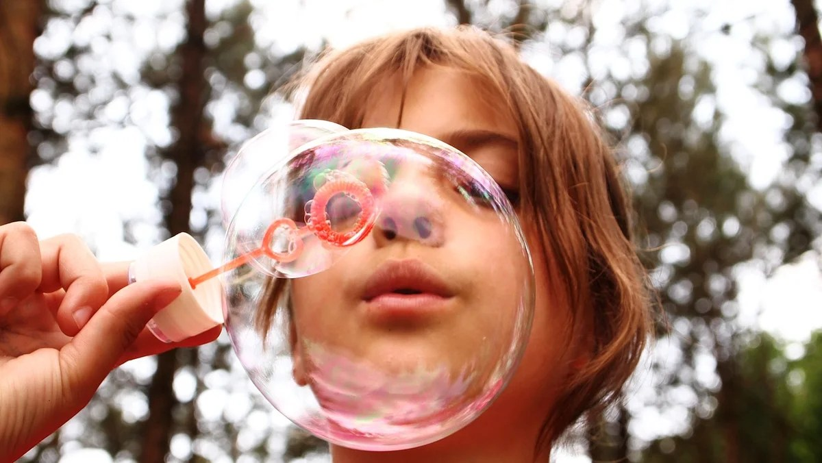 SOAP BUBBLES AT HOME: Affordable Recipe.