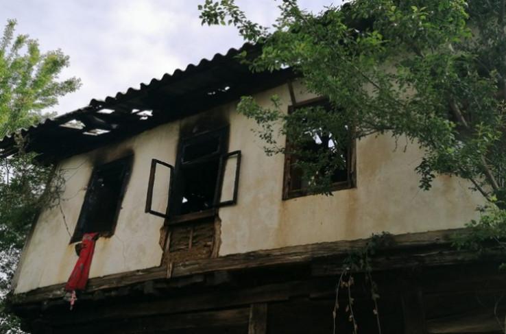 Vatrogasci dva sata gasili požar