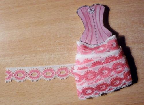 jupon-habille-de-dentelle-rangement-copie-1.jpg