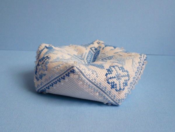 biscornu-cerf-bleu-perles-3.jpg