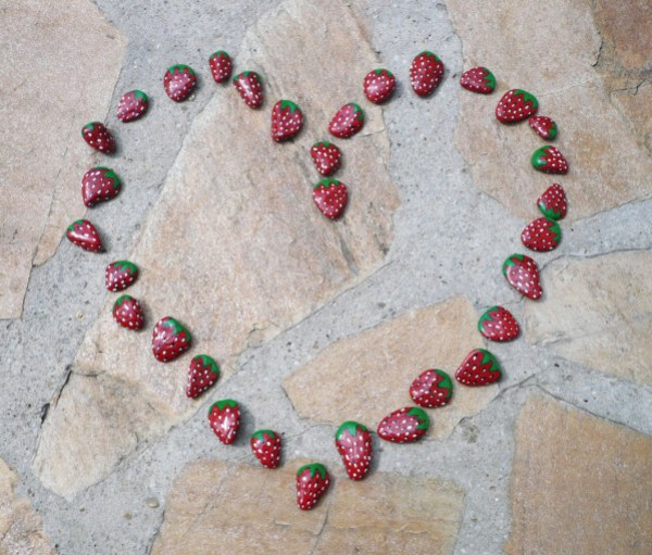 fraises-peinture-sur-cailloux.jpg