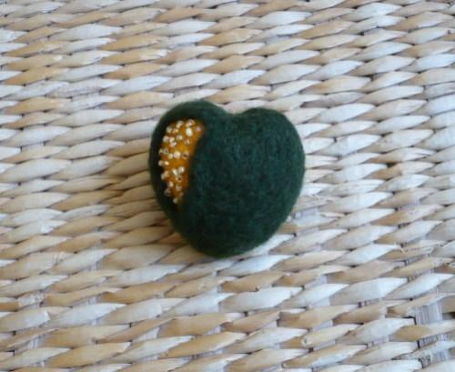 broche coeur vert jaune