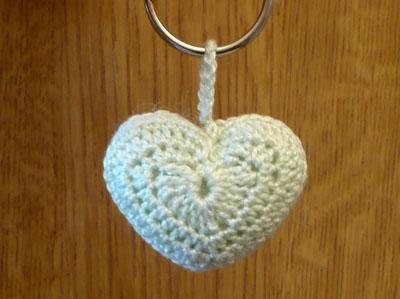 porte clés coeur au crochet 2