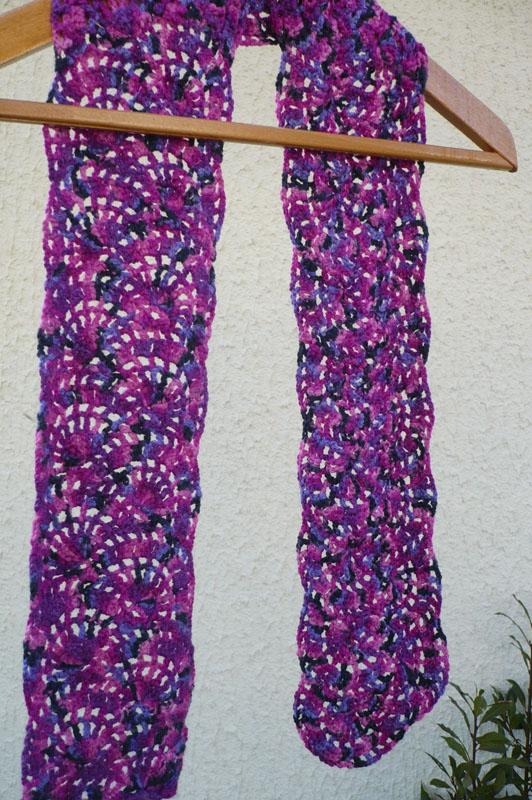 écharpe au crochet motifs demi-cercles