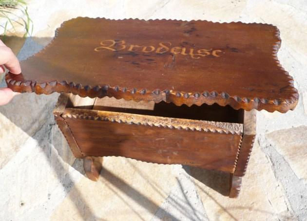 meuble bois brodeuse décoloration dissolvant1