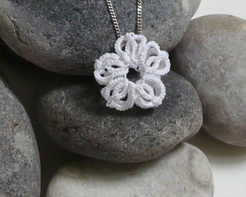fleur frivolité 3D pendentif