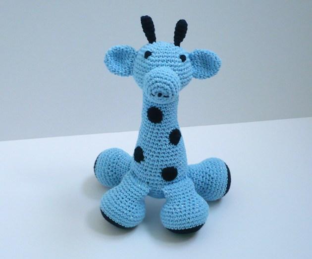 girafe crochet bleu