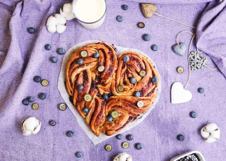 Torta Briochata alla Marmellata di Prugne (Idea per San Valentino!)