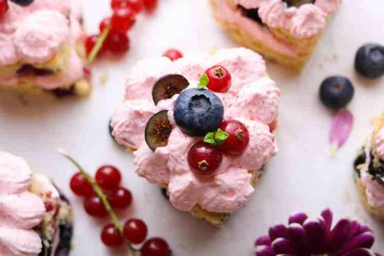 dettaglio mini torte ai frutti bosco vegan