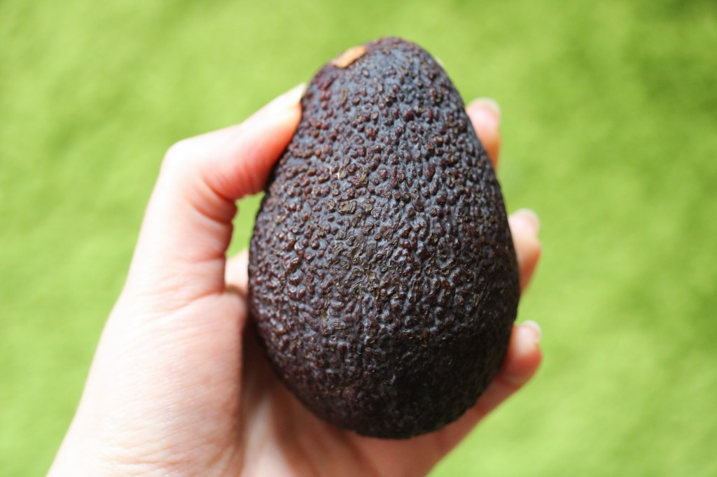 how to tell if an avocado is ripe skin