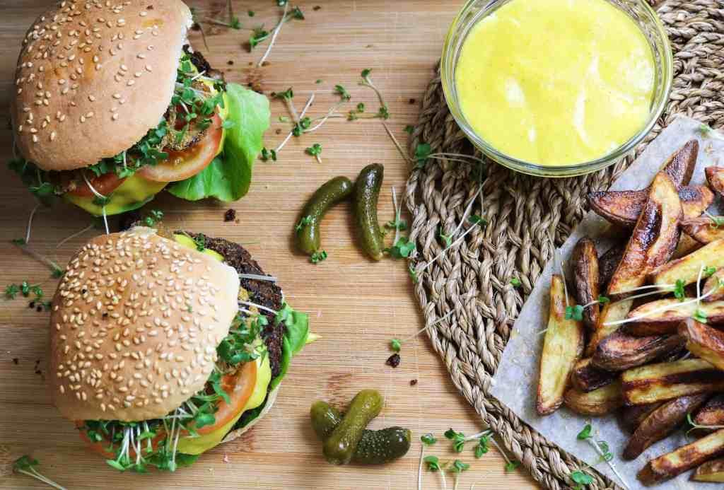 Burger di Quinoa e Funghi su tagliere da portata