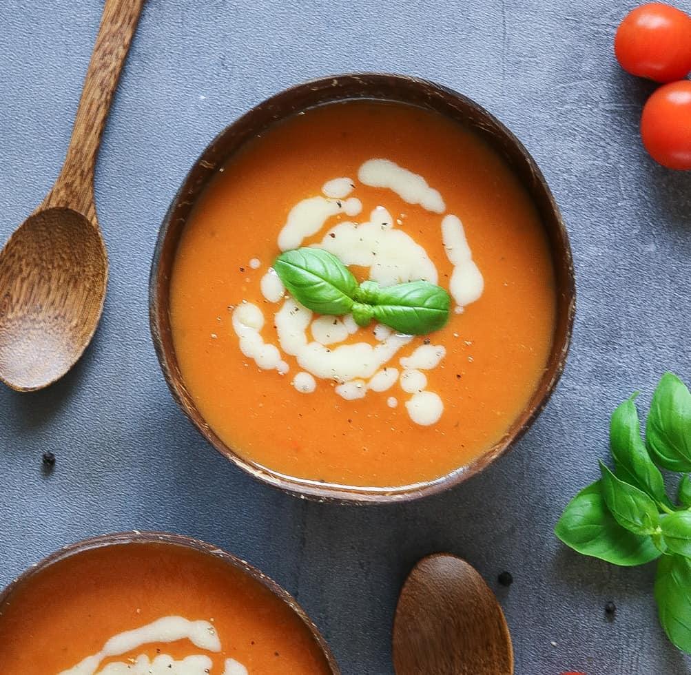 Zuppa di Pomodoro con Salsa al Formaggio Veg