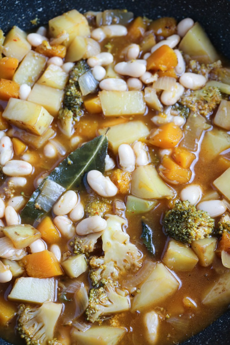 Vegetable stew ready with cannellini beans