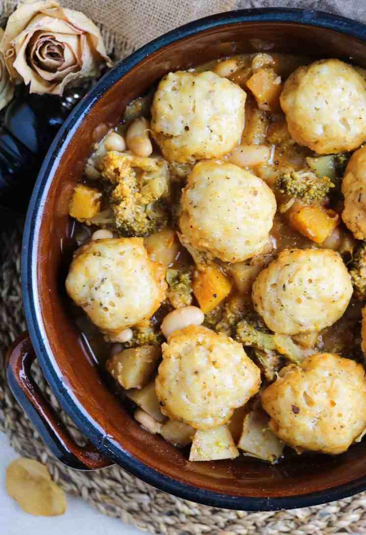Stufato Vegetale con Dumplings Vegan servito