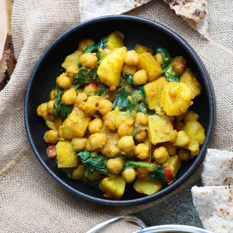 Curry di Patate, Ceci e Spinaci