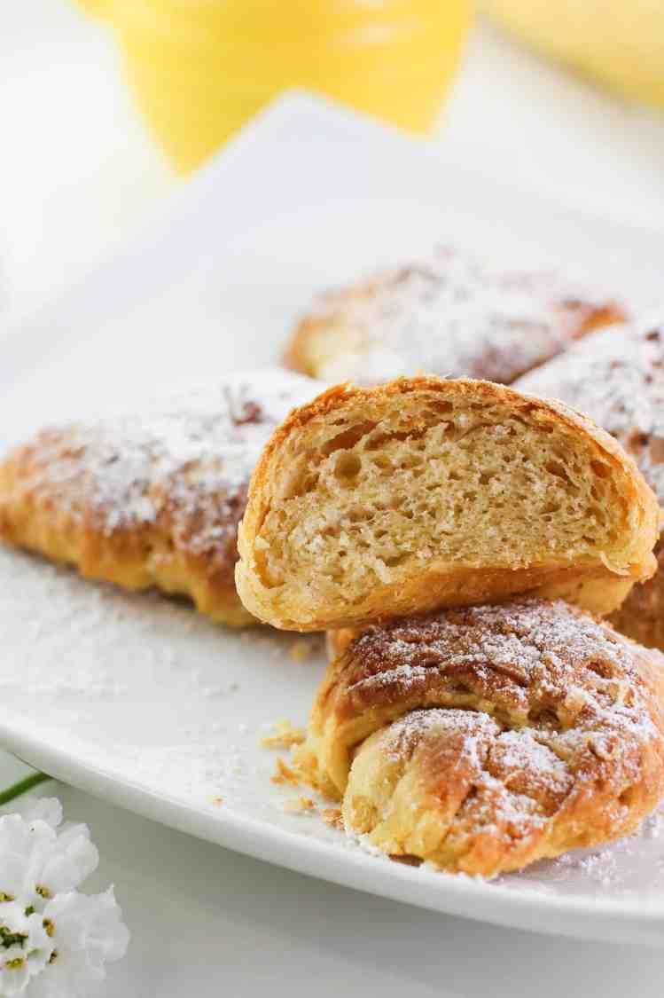 Interno dei croissant vegan fatti in casa