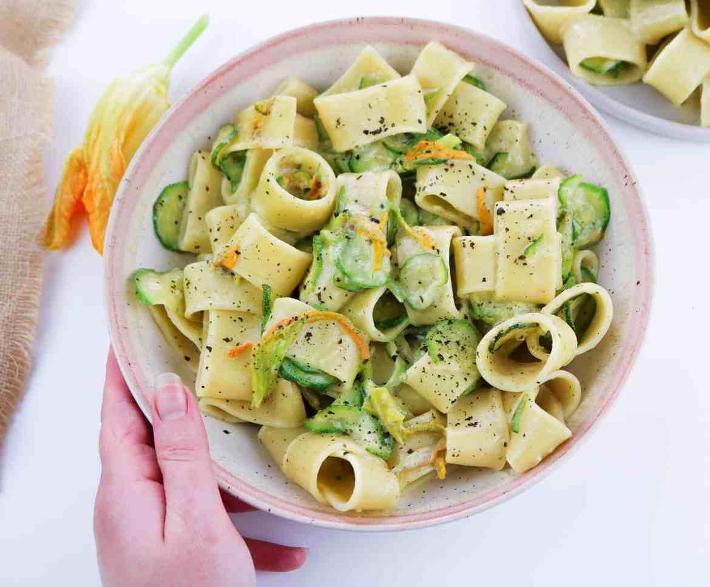 Pasta con Zucchine e Fiori al Profumo di Mare