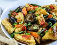 Tofu Puffs with Asian Vegan Mushroom Sauce FI