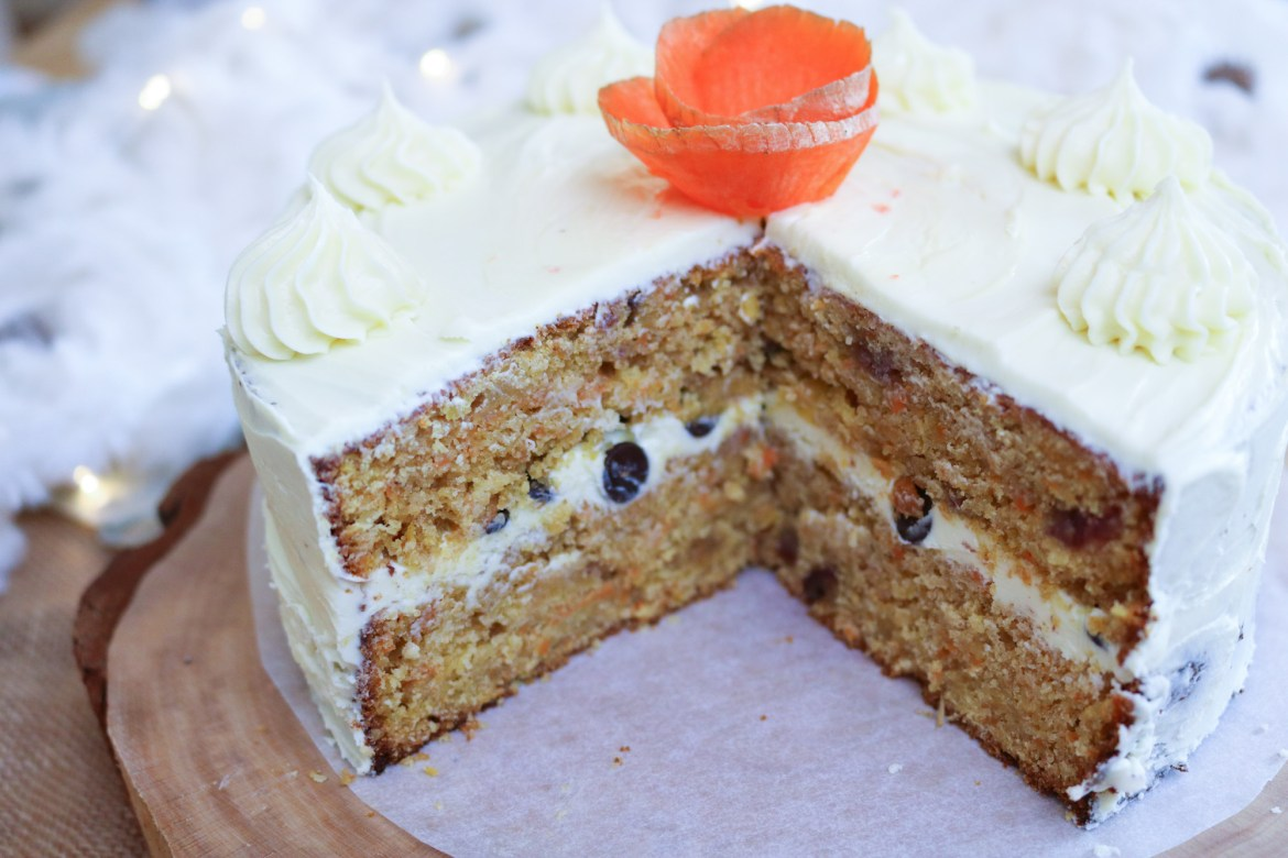 Lateral photo of the inside of the vegan carrot cake to display the neat layers
