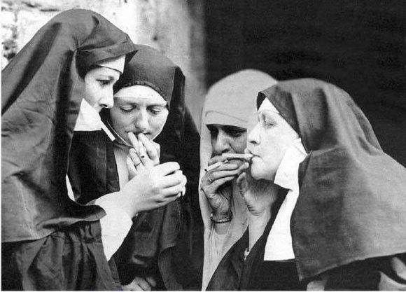freiras a fumar