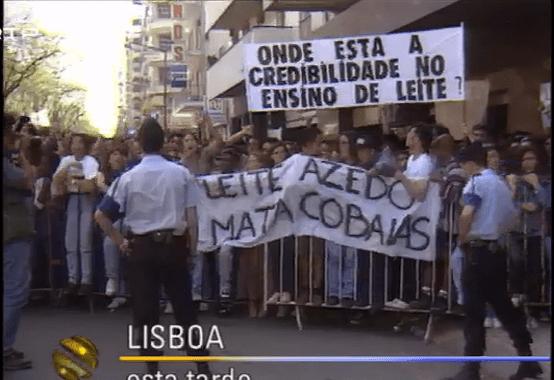 Ainda no secundário: http://www.rtp.pt/noticias/cavaco-silva/manifestacoes-de-estudantes-contra-a-pga_v900486