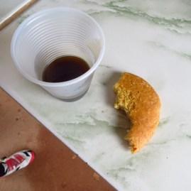 Coffe and corn bread