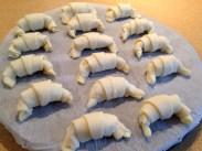 croissants-de-masa-de-hojaldre-antes-de-hornear