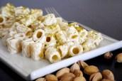 Pasta con crema de requesón y pistachos