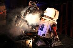 En pleine réparation de droids, faible luminosité et toujours sans flash... f/1.8 - iso 3200 - 1/60s