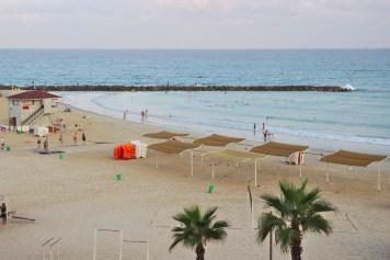 dans quelques heure cette plage sera remplie de vacanciers