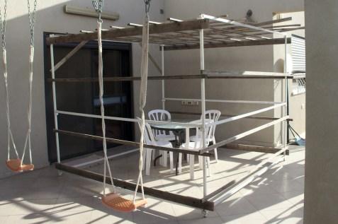 La structure d'une soucca est très simple et repose en général sur une armature en métal ou en bois