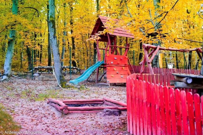 Aventuri in cinci Terase cu loc de joaca Cluj Adrenalin Park